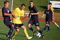 Do osmého kola Tip ligy byl zařazen i zápas divize E Valašské Meziříčí (tmavější dresy) Šumperk. Domácí prohráli popáté v řadě, tentokrát 3:4.
