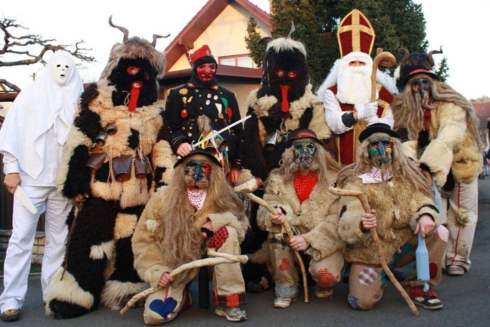 Také v Horní Lidči o víkendu obcházeli čerti vesnici