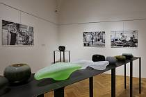 Pohled do výstavy Ondřeje Strnadela s instalací Bečva.