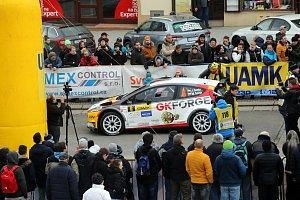 Start 37. Kowax Valašská rally Valmez ve Valašském Meziříčí.