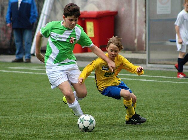 Prestižní fotbalový turnaj mládeže nazvaný O pohár hejtmana Zlínského kraje se uskutečnil v sobotu 6. května na umělém hřišti Pod Pecníkem a na Tyršovce ve Vsetíně. Turnaje se zúčastnilo 11 týmů z Čech, Moravy i ze Slovenska.