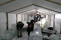 V Rožnově pod Radhoštěm začal další ročník sochařského sympozia Ledové a sněhové království. Sochy ze sněhu a ledu si mohou návštěvníci prohlédnout od 30. prosince do 5. února 2017.