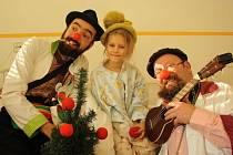 Dětské oddělení vsetínské nemocnice navštívila dvojice klaunů.