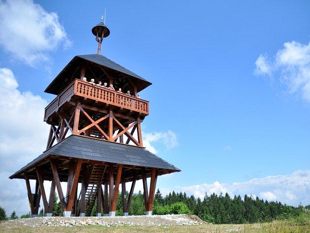 Meteorologická věž na vrcholu Maruška v Hošťálkové.