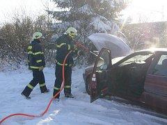 Požár auta se naštěstí obešel bez zranění.