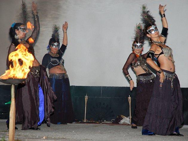 Pátý ročník Bystřické Ratatašou aneb přehlídka skupin historického šermu, orientální tanečnice a vystoupení hudebních skupin.