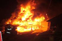 Ratiboř: stodola na samotách lehla popelem