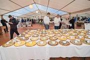 Soutěž o nejlepší frgál a klobásu na Karlovském gastrofestivalu.