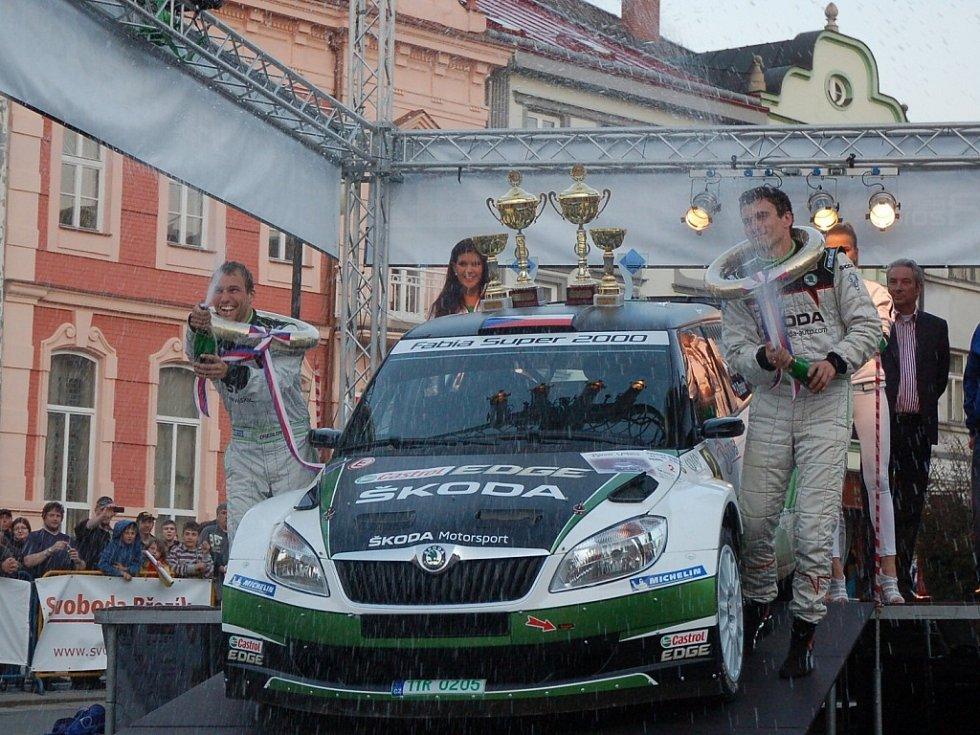 Bonver Valašská rally 2012 – cíl na náměstí ve Valašském Meziříčí – vítězná posádka Kopecký, Dresler.