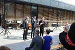 Ve Vsetíně slavnostně otevřeli ve čtvrtek 25. června 2020 nové náměstí Jarmily Šulákové. Zleva hejtman Zlínského kraje Jiří Čunek, starosta Vsetína Jiří Růžička a Jan Rokyta, který odpolednem provázel slovem.