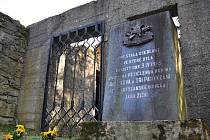 Ruiny Juříčkova mlýna v Leskovci, který 3. dubna 1945 vypálili Němci. Na místě je nyní památník a malá výstavní síň.
