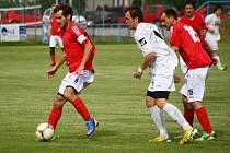 Fotbalisté Hrachovce (červené dresy) vyhráli 1. B třídu a postoupili do 1. A třídy.