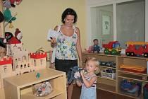 Rodiče s dětmi si mohli prohlédnout opravenou školku.