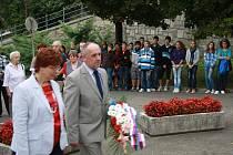 Lidé se sešli u Masarykova pomníku k uctění jeho památky.