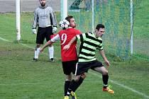 Fotbalisté Kelče B (pruhované dresy) doma prohráli s Valašskou Bystřicí A 0:4.