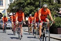 Cyklistická štafeta složená z členů Sportovního klubu Valašského království přivezla ve čtvrtek (7. srpna) do Valašského Meziříčí hořící pochodeň III. Valachyjády. Ta začíná v pátek ve Frenštátě pod Radhoštěm