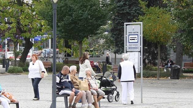 Radnice uvažuje o přemístění zastávek MHD mimo prostory Dolního náměstí