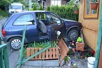 Do zahradního domku vjela nepozorná řidička ve vsetínské části Janišov. Rozbila přitom záchod. Nehoda se stala v sobotu navečer.