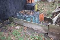 Plameny zničily kompostér a stěnu kůlny
