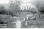 ŠKOLA. Budova školy počátkem 20. století.