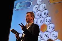 Populární vědomostní soutěž AZ-kvíz ve své cestovní podobě v kině Panorama v Rožnově pod Radhoštěm.