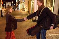 Markéta Irglová s Glenem Hansardem na snímku z filmu Once, který oba proslavil po celém světě.