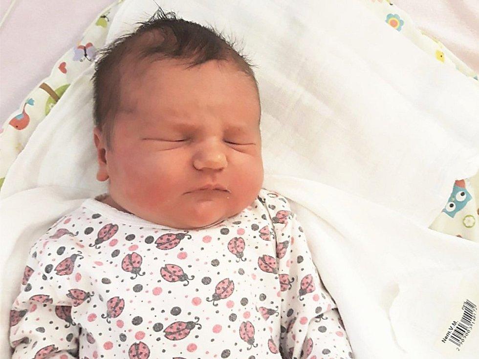 Nela Hrušková, Mštěnovice, narozena 5. května ve Valašském Meziříčí, míra 53 cm, váha 4940 g