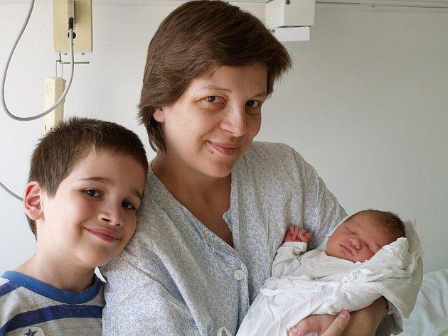 vana Maninová, Vsetín syn Radim Videcký, hmotnost: 3,97, narozen: 27. 7. 2010 v nemocnici ve Vsetíně