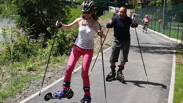 V Rožnově slavnostně otevřeli dokončenou cyklostezku údolím Rožnovské Bečvy