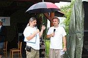 Třiadvacátý ročník Malého festivalu na konci světa s názvem Amfolkfest se uskutečnil v sobotu 28. července v osadě Pulčín. Moderátorské duo Dušan Trličík a Milan Plch.