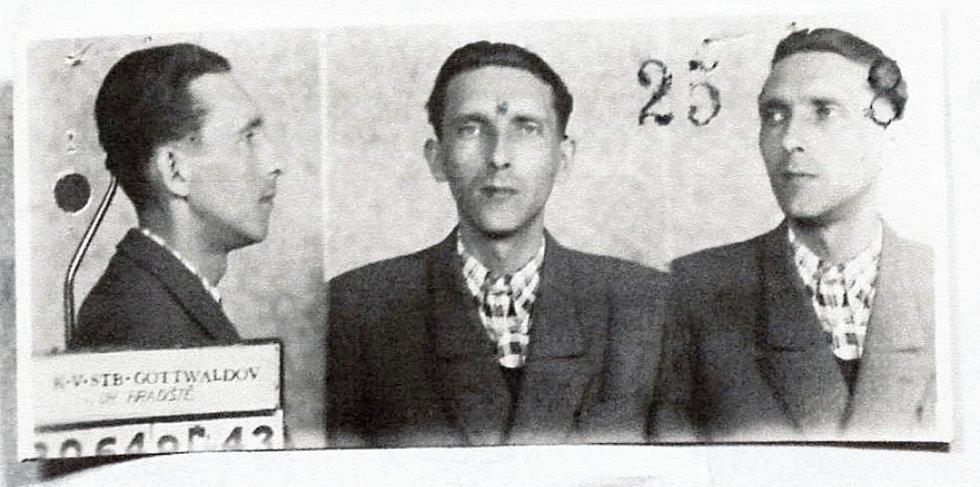 Policejní fotografie Rudolfa Lenharda z Horní Lidče, velitele skupiny Světlana-Makyta, který byl popraven 24. října 1950 v Uherském Hradišti.