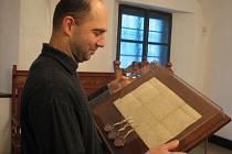 Historické listiny zapůjčily archivy v Olomouci a ve Vsetíně. Nejvzácnější faksimile chybí, je stále ve výrobě.