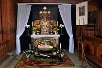 Unikátní Boží hrob z Nového Hrozenkova zrestaurovaný ve Valašském muzeu v přírodě v Rožnově pod Radhoštěm.