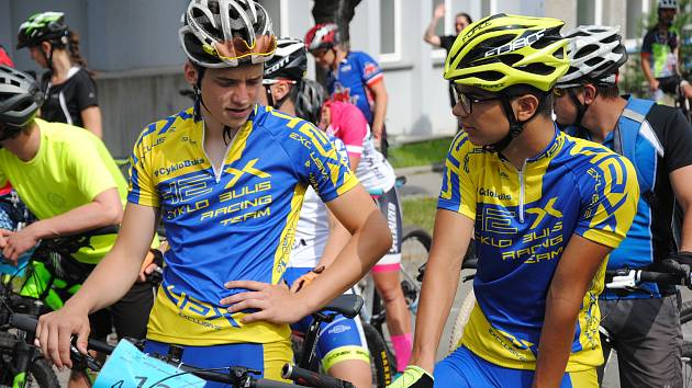 Sto osm bikerů, od žáků po veterány, se v sobotu 2. června 2018 vydalo na trať sedmého ročníku závodu horských kol Stavařská Spedos tisícovka, který stavební průmyslovka ve Valašském Meziříčí pořádá zároveň jako memoriál zdejšího učitele a výborného cykli