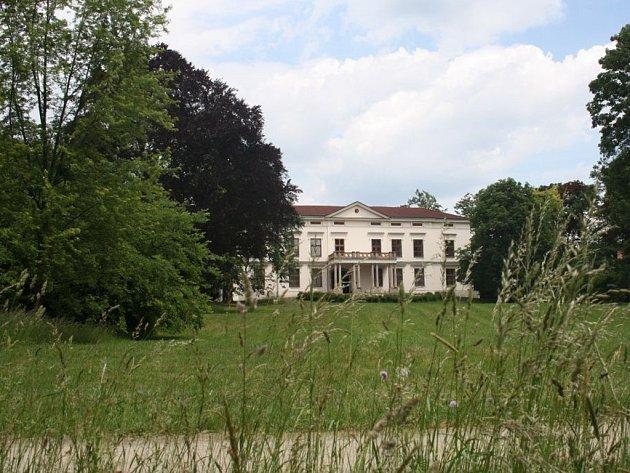 V zámku Lešná se do konce června koná výstava Arabela.