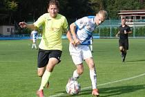 Fotbalisté Vsetína (v modrobílých dresech) v sobotu porazili Skaštice 3:0.
