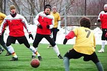 Meziříčský zimní turnaj: Zubří (žluté dresy) – Janová 2:1.