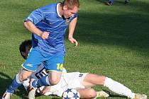 Fotbalisté Kelče (modré dresy) doma rozstříleli Valašské Příkazy 7:0.