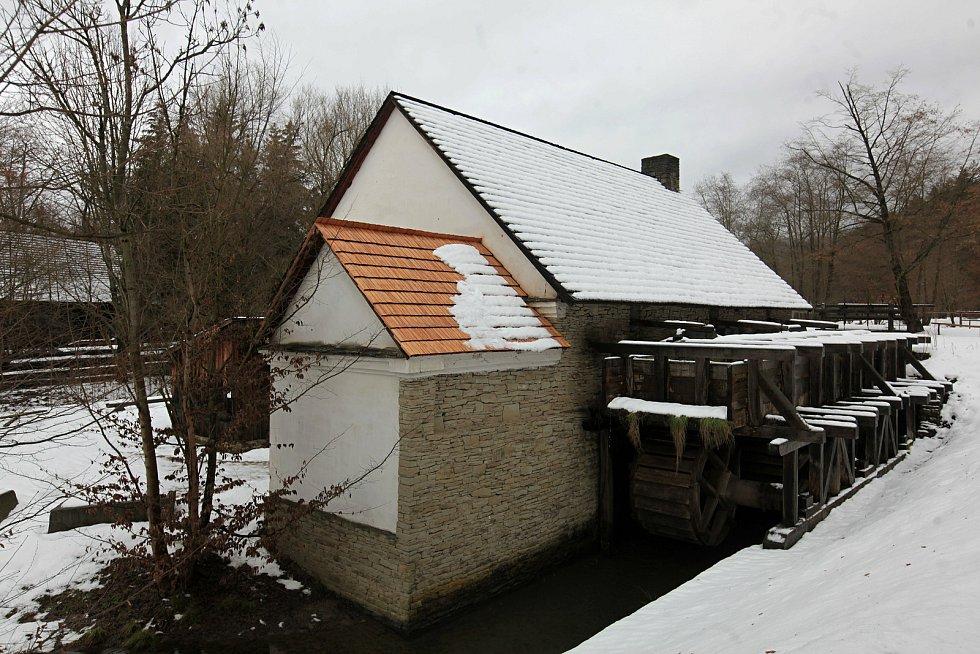 Areál Mlýnská dolina ve Valašském muzeu v přírodě v Rožnově pod Radhoštěm; 30. ledna 2021