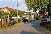 Místo v centru Stříteže nad Bečvou, kde se v pátek 19. července 2019 srazil skútr s traktorem.
