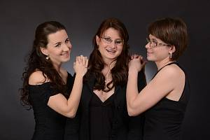 Makabara Trio.