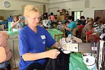 Zaměstnat invalidy je nadlidský úkol. Hranická firma Krok zaměstnává v pobočce ve Vsetíně na Sychrově pouze invalidní důchodce. Zpracovávají textil a jsou rádi, že mají práci.