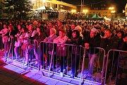 Vrcholem pátečního programu 19. ročníku Valašského záření bylo večerní vystoupení Ivana Mládka s Banjo bandem. Prostranství před domem kultury zaplnily tisíce lidí.