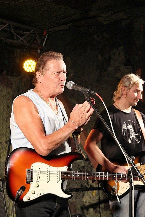 Karel Kahovec s kapelou George & Beatovens zahrál na festivalu Starý dobrý western v roce 2018. Vystoupí také na letošním ročníku, pořadatelé mu vyhradili místo v programu v sobotu 7. srpna 2021 večer.