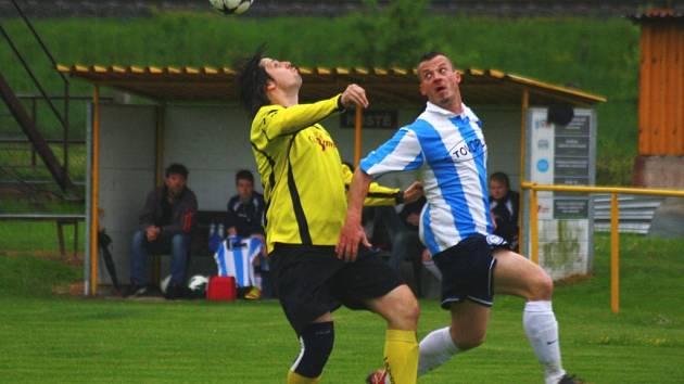 Fotbalisté Halenkova (modrobílé dresy). Ilustrační foto.