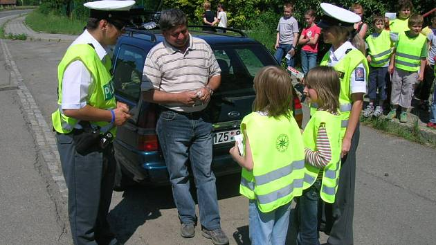 Děti asistovaly policistům při silničních kontrolách