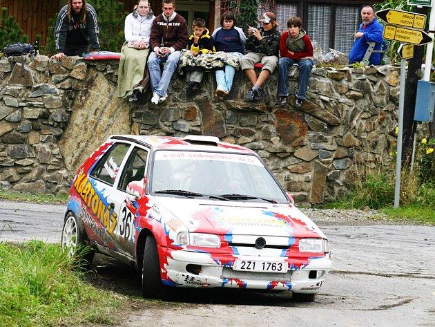 Roman Švidrnoch s Radimem Oravou na voze Škoda Felicia Kit Car