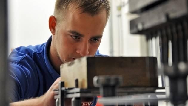 Zahájení provozu rekonstruovaných objektů – laborační linky a zázemí pro zaměstnance – ve společnosti Austin Detonator ve Vsetíně.