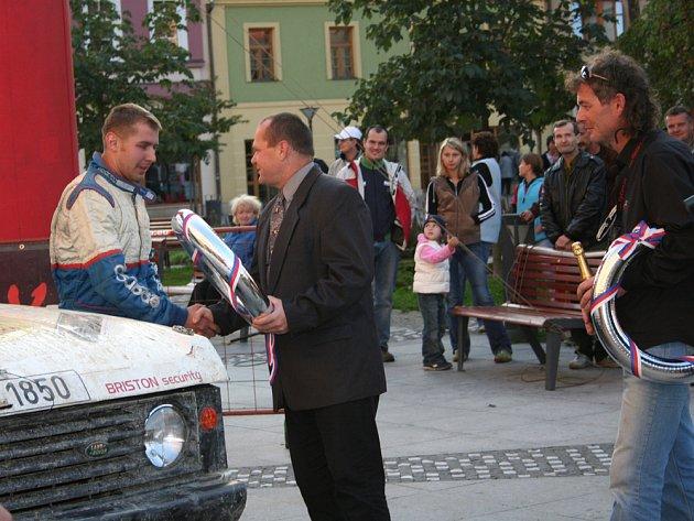 V cíli přebírá stříbrný věnec nejlepší valašský jezdec Jaroslav Pešl