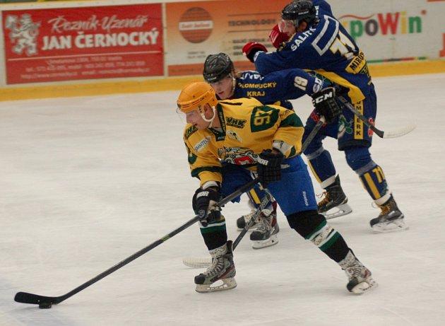 Hokejisté Vsetína (žluté dresy) v úterý 18. srpna přivítali v přípravě prvoligový Šumperk.
